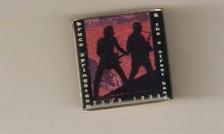 Bruce Springsteen & E-Street Band - Tour 1999 Pin - Oslo - Bruce Springsteen & E-Street Band Pin Emballjert fra 1999 Tour i Excellent tilstand - Oslo