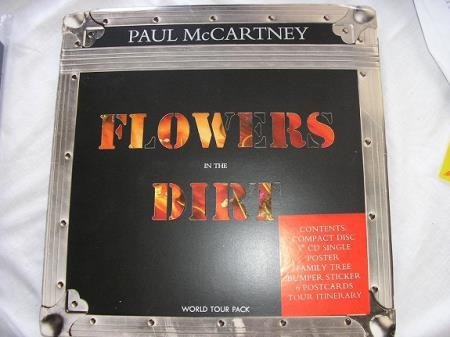"Paul McCartney - Flowers In The Dirt - The Beatles - Oslo - Paul McCartney CD+3""CD - Flowers In The Dirt - World Tour Pack - Box Set with 3"" CD-Singel Box i Excellent- tilstand CD i Near Mint tilstand  - Oslo"
