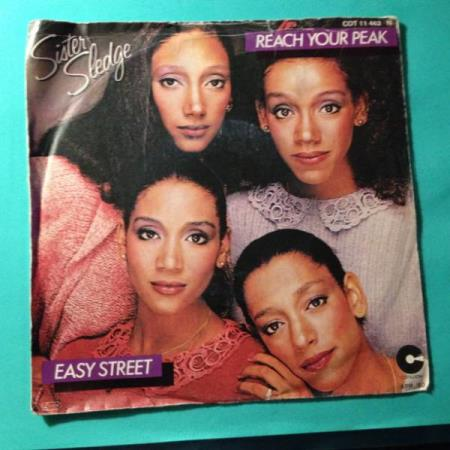 VINYL SINGEL: SISTER SLEDGE: REACH YOUR PEAK/EASY STREET.