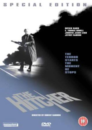 THE HITCHER - SPECIAL EDITION (1986) (RUTGER HAUER) (DVD) - Larvik - PENT BRUKT !!! ENGELSK UTGAVE OG MED NORSK TEKST ! Jim Halsey, a young man delivering a car from Chicago to San Diego, spots a man hitchhiking in the West Texas desert and gives him a ride. The hitcher, John Ryder, is brooding and evasive; when J - Larvik