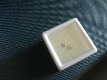 2st 0,15carat totalt 0,30carat løse diamanter