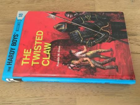 The Hardy Boys 18- The twisted claw